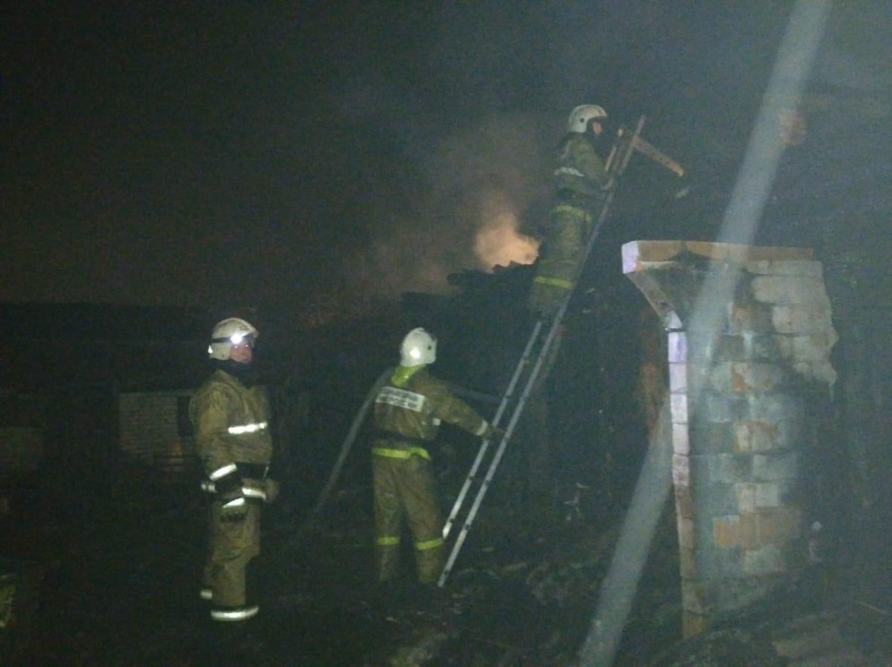 Пожарно-спасательные подразделения МЧС России ликвидировали пожар в городе Ишимбай