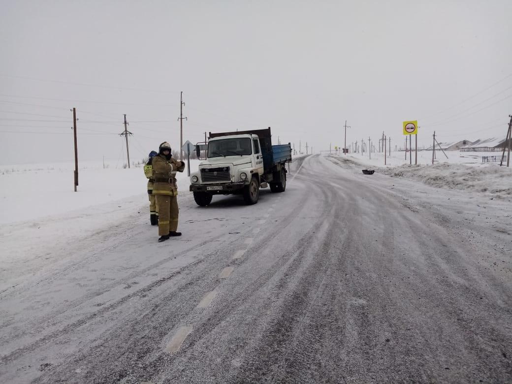 Пожарно-спасательные подразделения МЧС России на месте ДТП в Зилаирском районе Республики Башкортостан