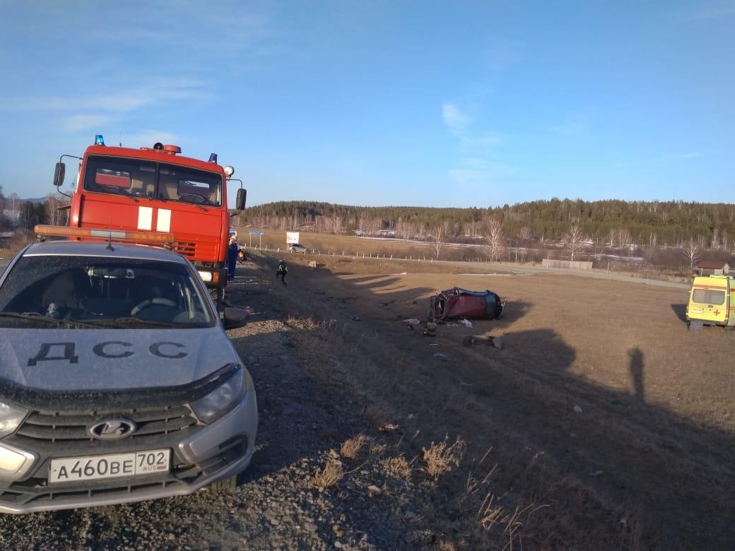 Пожарно-спасательные подразделения МЧС России выехали на место ДТП в Белорецком районе Республики Башкортостан