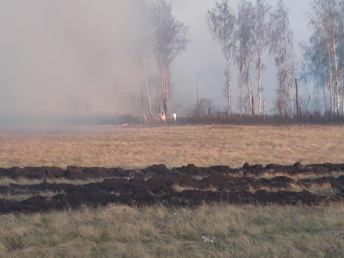 Пожарно-спасательные подразделения МЧС России участвуют в ликвидации природного пожара на территории Баймакского района Республики Башкортостан